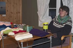 Marit hadde strikket, reveluer, votter og lester.