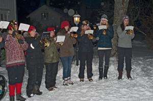 Meløy hornmusikk kan sine ting og spilte flotte julesanger og skapte stemning.