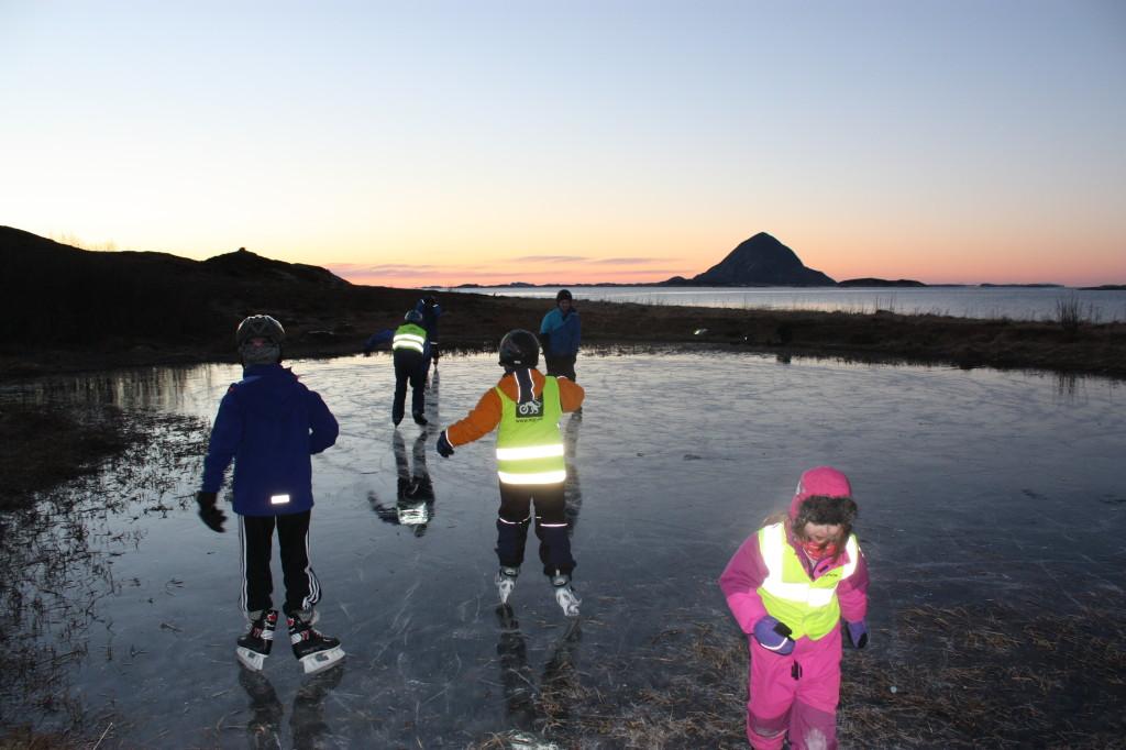 En mandag i januar var det rett fra skola og til Kjørsholmen, før det ble mørkt. Artig barnetrim.