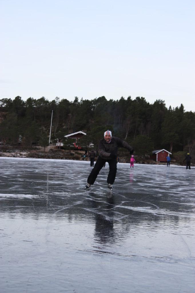 Tidligere kretsmester i Salten, riktig nok i det forrige årtusen (1969), deltok også med nyslipte skøyter og tidsriktig lue.