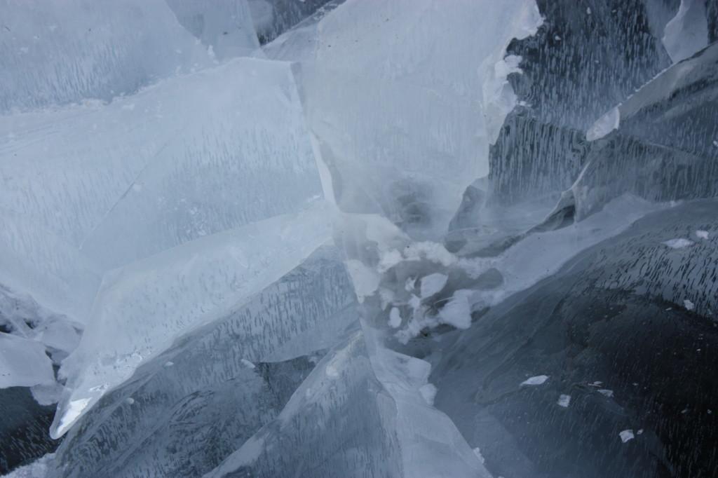 Og isen var tykk og stabil, men vi hørte stadig at det buldret i den.