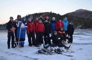 Disse tok turen på fjellet og fikk en fin dag på isen.