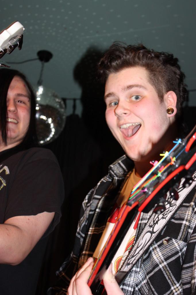 Bassist og gitarist.