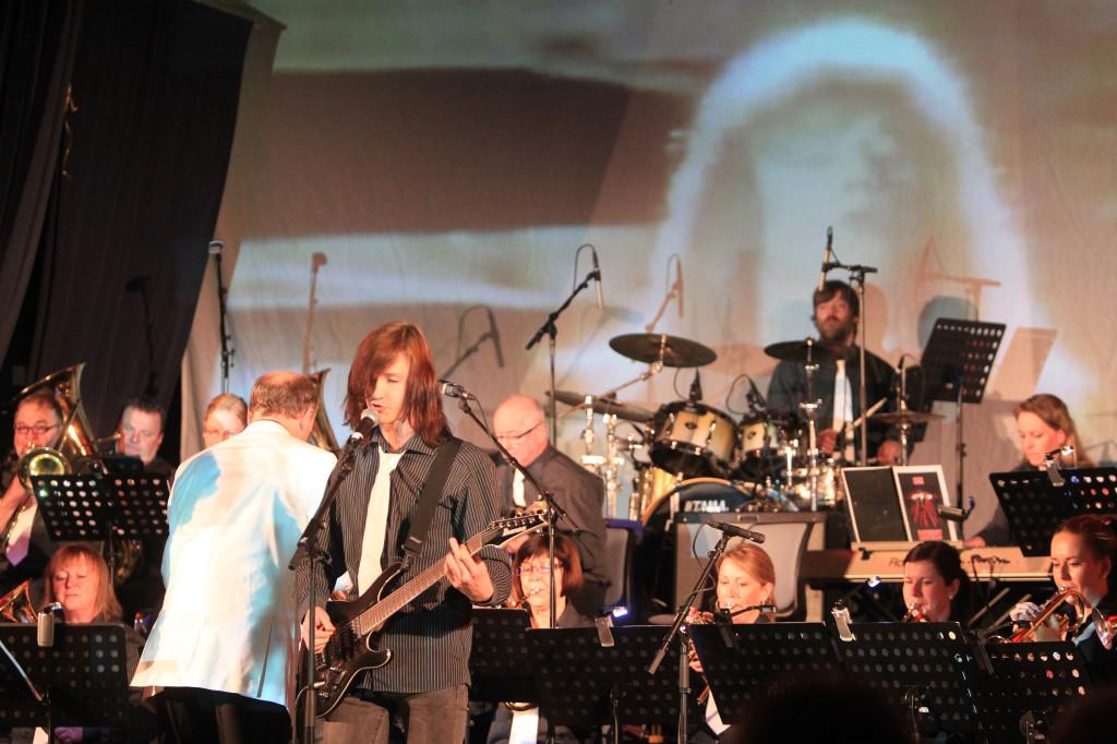 """Simen Tostrup Neverdal imponerte med """"Love Cries"""" av Stage Dolls."""