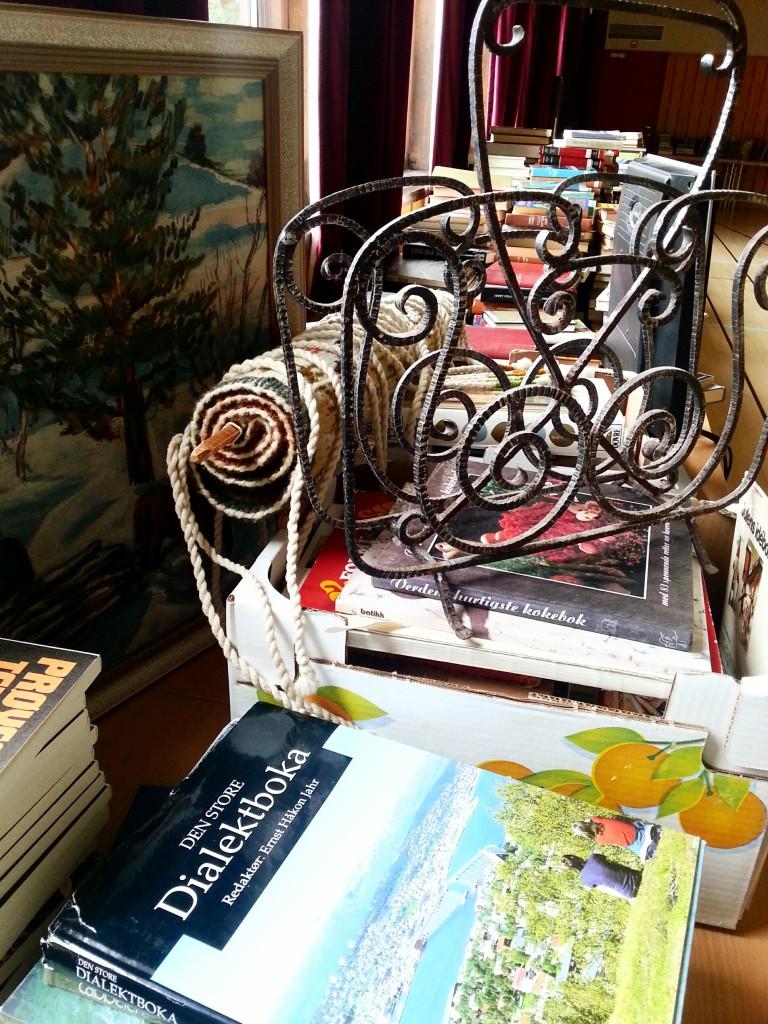 Meløy folkebibliotek , kommunens eldste folkeboksamling, har eksistert på Meløya siden Norge var et U-land. I 2014 fant kommunen ut at dette har vi ikke råd til lengre. Biblioteket ble tøm og det ble holdt et stort boksalg.