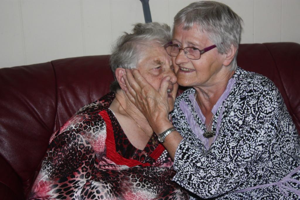 Besøk av storesøster på 90-årsdagen.