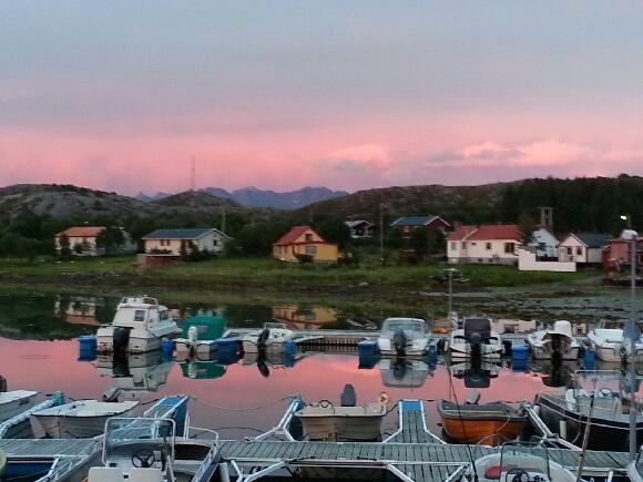 Mange minnes nok utallige båtturer, værrturer og fisketurer. Mange av dem startet og endte i Tukthuset småbåthavn.