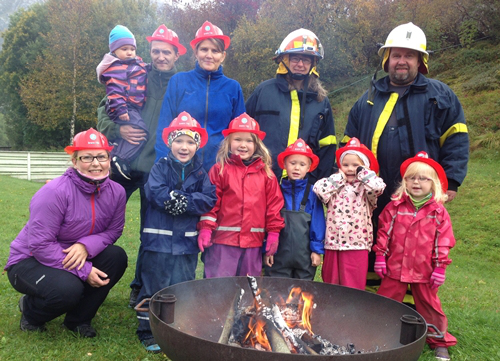 Barnehagen hadde besøk av brannkonstabler, og lærte nok mye nyttig.
