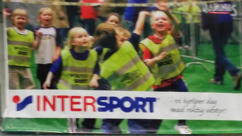 Noen som kjenner igjen den blonde Meløyjenta til venstre på Intersportreklamen?