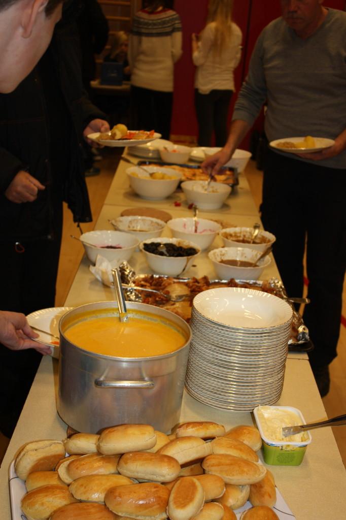 Alle fikk forsyne seg selv....og spise så mye en ville...