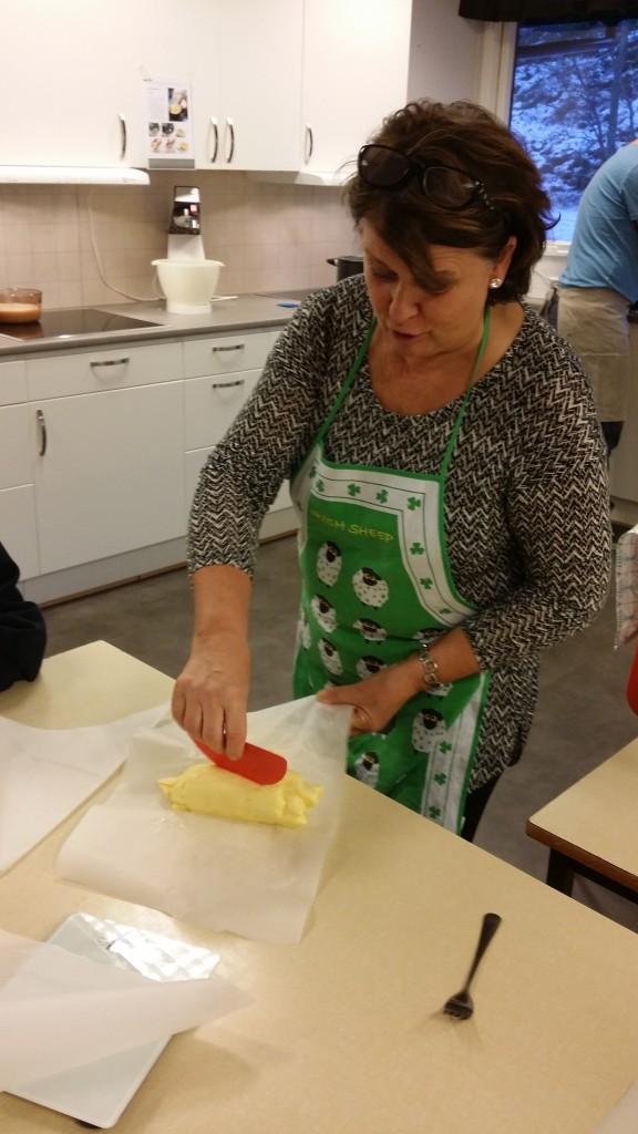 De laget smør, og hver elev fikk med seg hjem et stykke, til stor glede for foreldrene. Det var veldig godt smør.