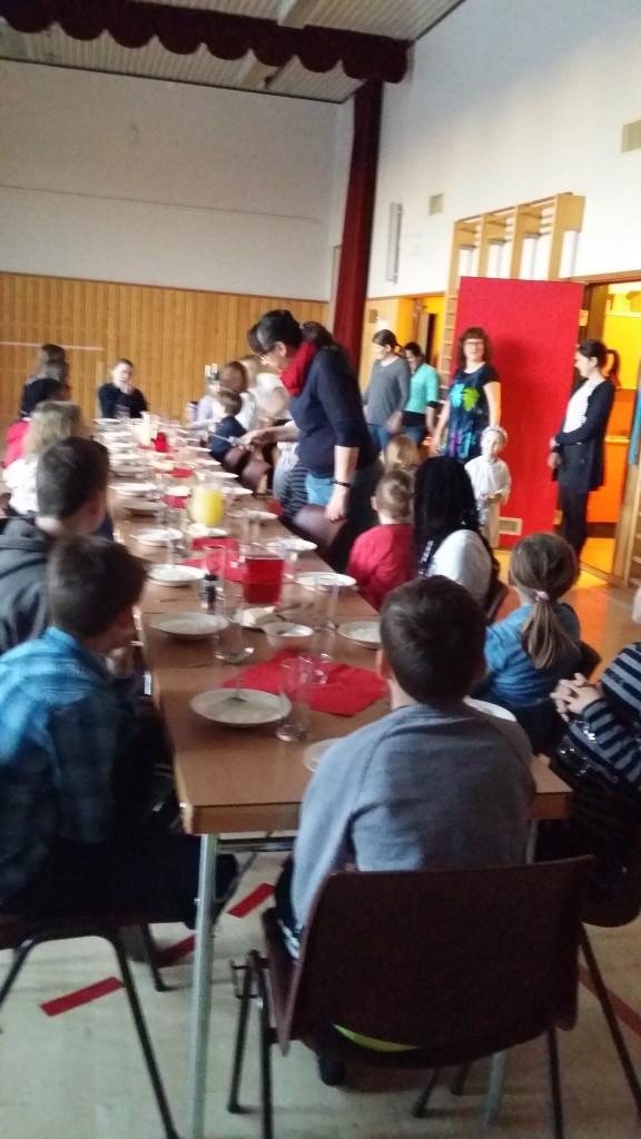 Og alle var storfornøyd med grøten. Til og med nissen som kom på besøk.