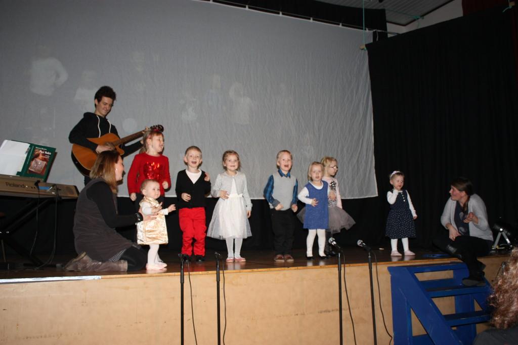Barnehagen sang, og danset, Prøysenmelodier.  Det har nok vært et tema i dette Prøysenåret.