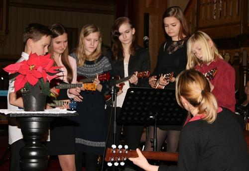 Julekonserten i Meløy kirke sette julestemninga for mange. En god tradisjon. Bilde: http://www.tostrup.net/blog