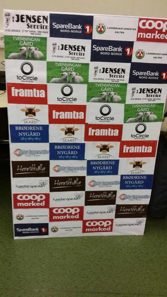 Reklameplakat med de fleste sponsorene. De fikk inn mye penger, og en del reklameeffekter. Og reisemat fra Coopen.