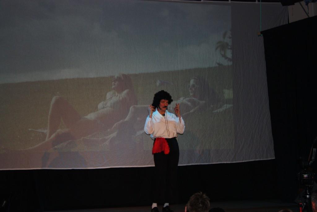 Mimikkens mester presenterte Døvekaraoke.