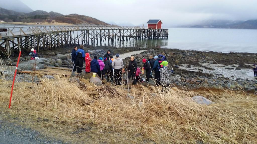 Langfredagsfjæra og grilling ved Meløysjøen samlet mye folk.