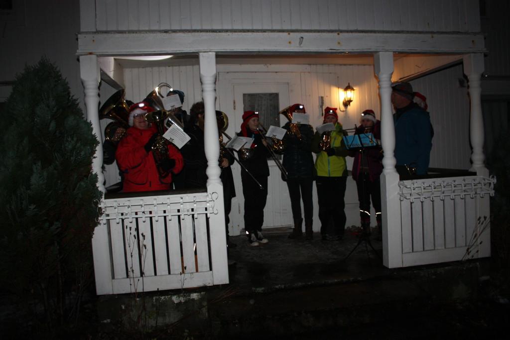 Meløy hornmusikk spilte julesanger....