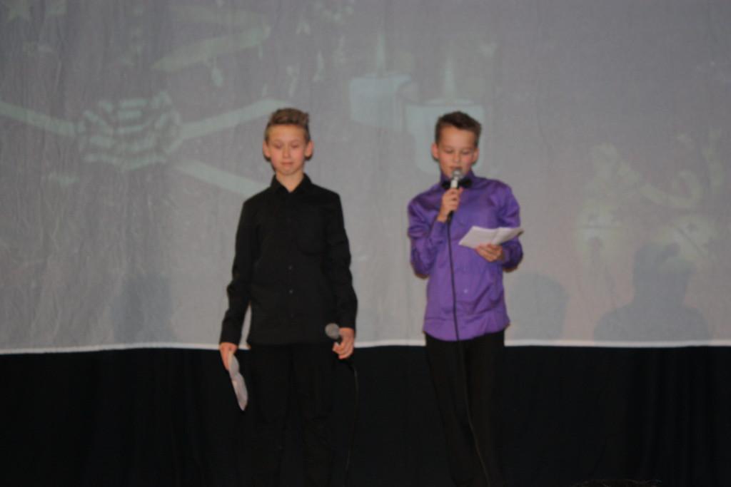 Elias og Johan som konfransierer.