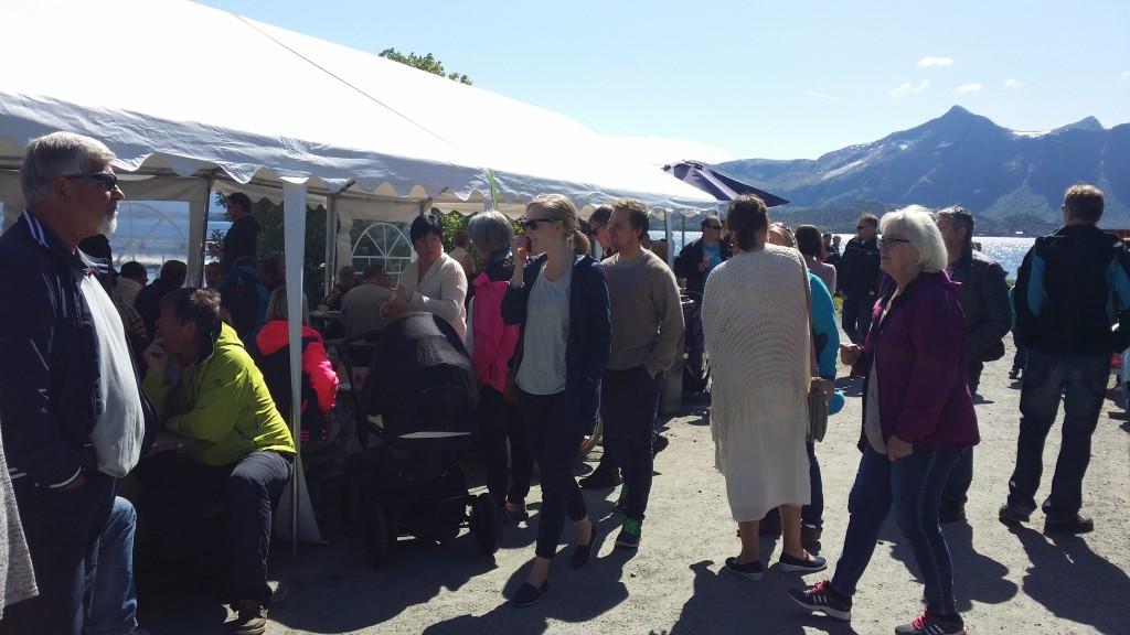 Steinkaimarkedet trakk mye folk, og har etablert seg som en ny, gammeldags og stolt tradisjon på øya.