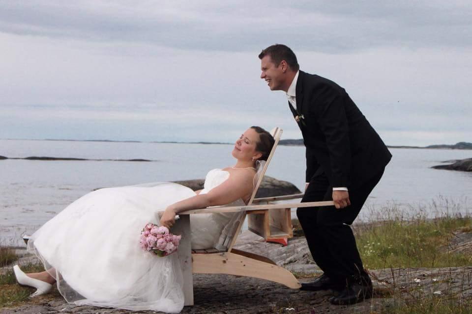 Tine og Einar giftet seg i Meløy Kirke 18. juli, og det var stor fest og mye folk på øya den helga.